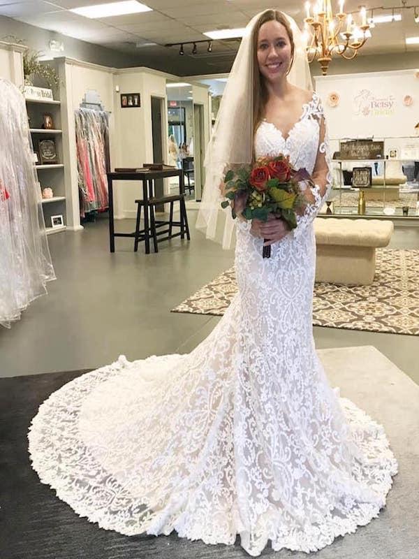 Heavens to Betsy Bridal Store. Wedding dresses, formal dresses, prom dresses, Quinceañera dresses.